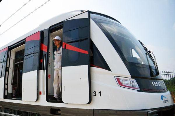 成都时速140公里的地铁列车亮相