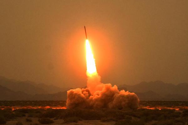 远程火力打击!大口径火箭弹戈壁实弹射击