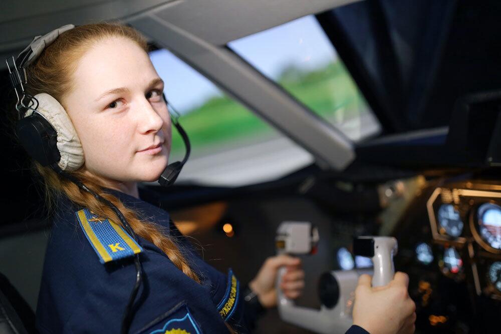谁说女子不如男?俄首批女军事飞行学员有望执行战机飞行任务