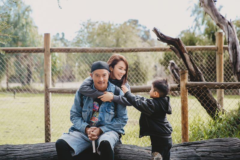 范文芳李铭顺全家澳洲游玩 网友:现实版的父母爱情