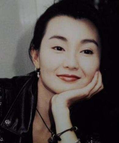 张曼玉首谈音乐节跑调事件哽咽落泪,她曾因此变得孤僻不想见人