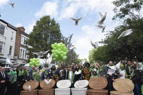 格伦费尔公寓大楼火灾两周年 伦敦市民参加纪念活动