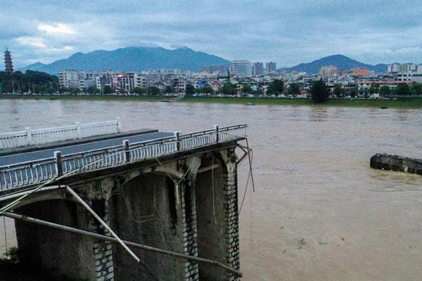 航拍河源东江大桥垮塌 原因正在调查中
