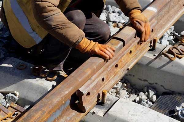 敦煌至格尔木铁路铺轨工程全面完工
