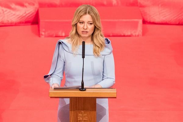 斯洛伐克首任女总统宣誓就职