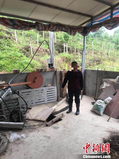 四川一养猪场铺设暗管将猪粪排入防洪沟 负责人被行拘10日