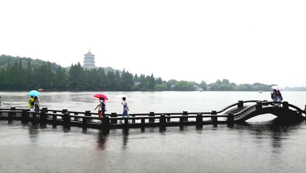 """大暴雨+大降温!杭州下周要""""泡汤"""",囤内裤的日子要来了......"""