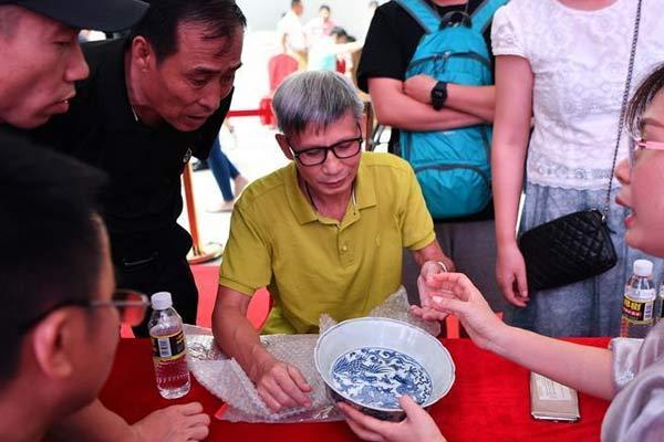 文物鉴定专家在海南省博物馆开展鉴宝服务