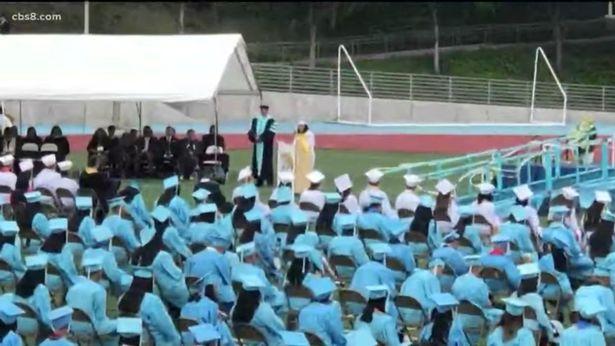 美国一高中生因毕业演讲时抨击学校走红网络