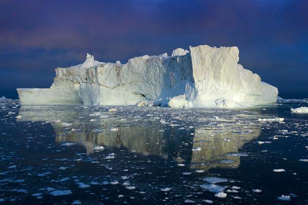 格陵兰岛出现异常高温 单日融冰量达20亿吨