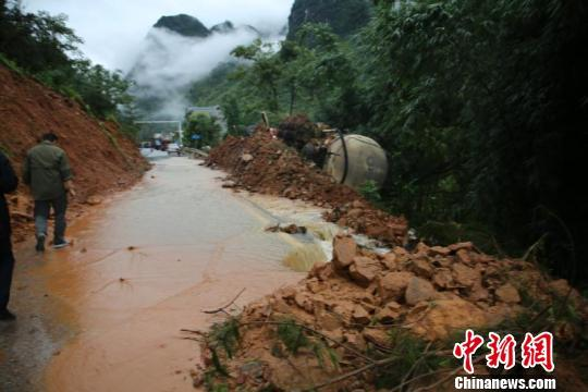 广西凌云遭特大暴雨袭击 已致2人罹难多人失联、受伤
