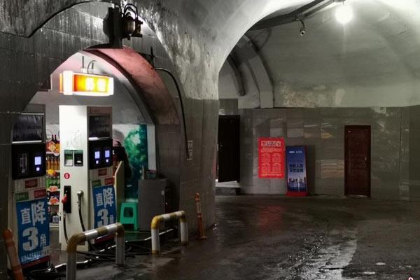 重庆一防空洞变身加油站