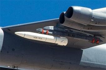 美军最先进高超音速导弹真身首次亮相 由B52搭载