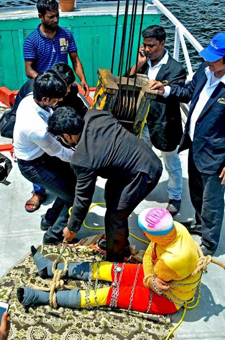 印度一魔术师表演水中逃脱失败不幸命丧恒河