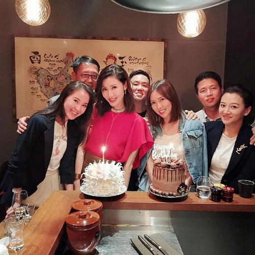李嘉欣过49岁生日 与好姐妹一起庆祝