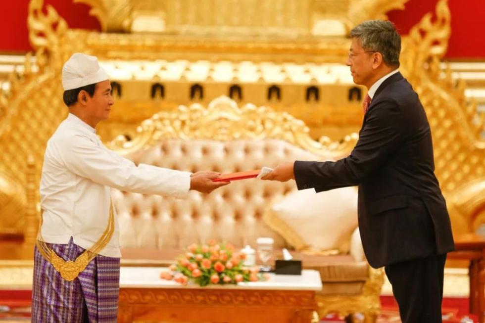 陈海大使向缅甸总统温敏递交国书
