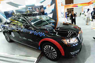 国内首款量产L4级无人驾驶乘用车亮相