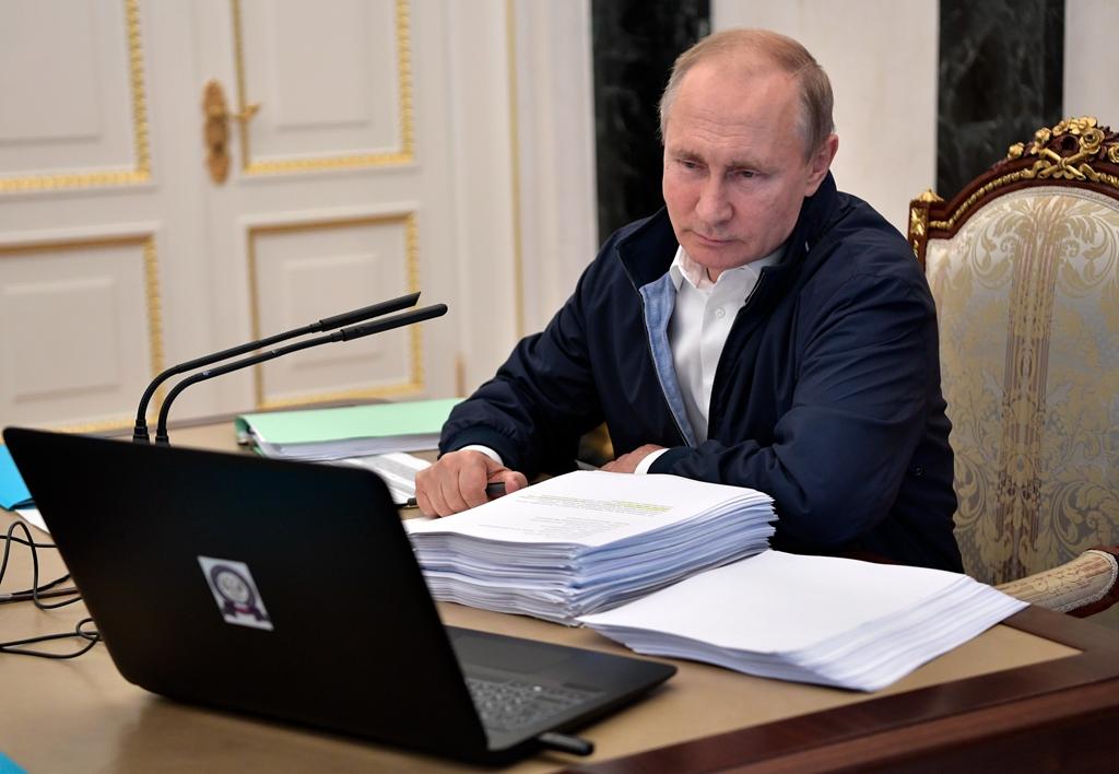 """当地时间2019年6月20日,俄罗斯莫斯科,俄罗斯总统普京主持召开工作会议,为""""直播连线""""做准备。俄罗斯总统新闻秘书佩斯科夫表示,俄罗斯总统普京的""""直播连线""""将于莫斯科时间6月20日12时开始。"""