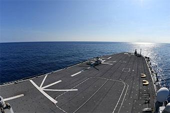 舰岛第一视角观测日本准航母甲板细节