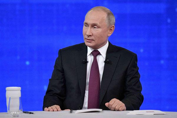 普京参加连线直播节目,认真回答俄民众提问