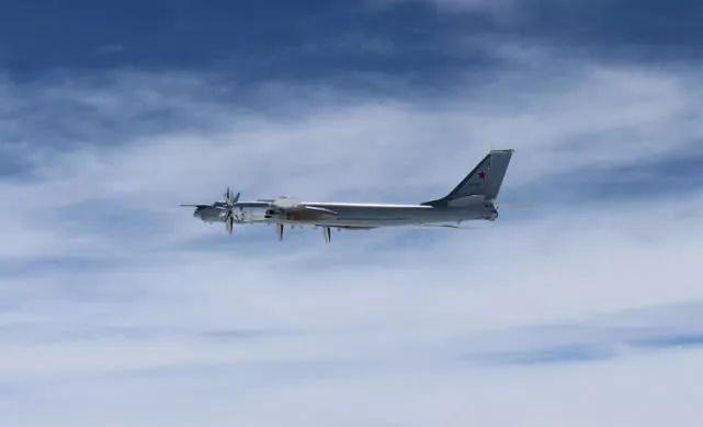 """日本称俄两架轰炸机""""侵入""""领空"""