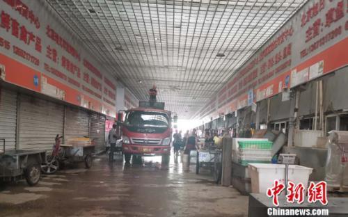 图为北京岳各庄批发市场。 谢艺观 摄