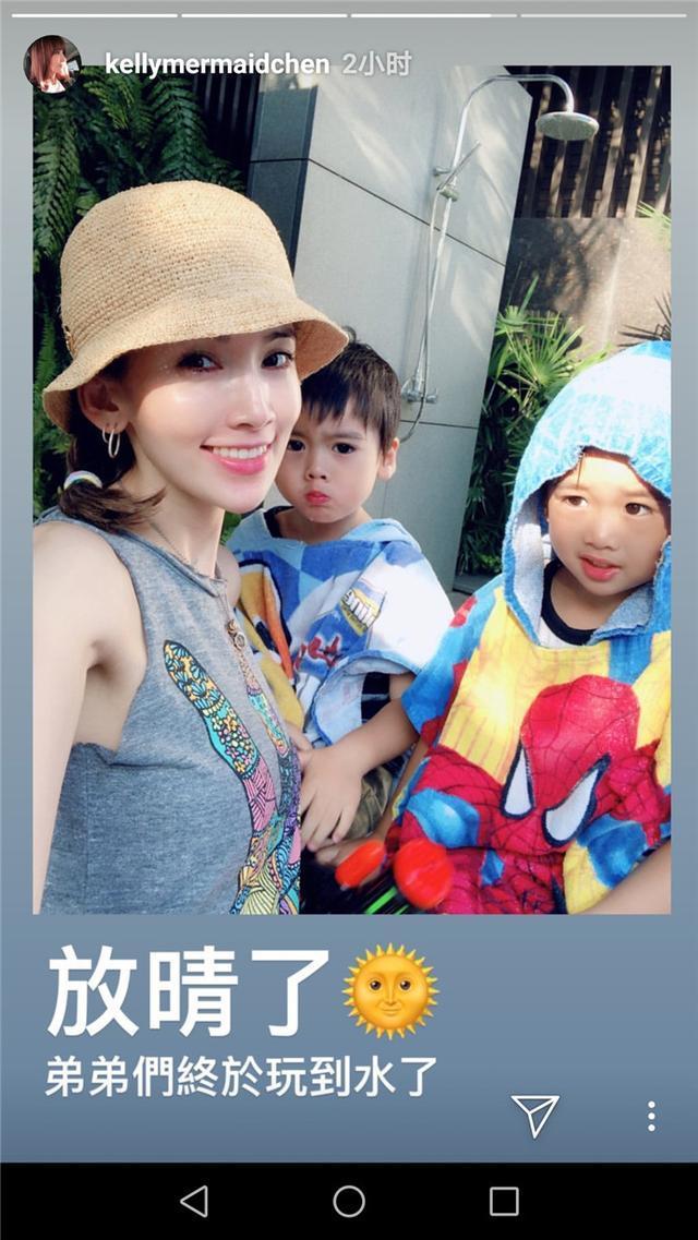 Kimi和双胞胎弟弟玩水后生病了,陈若仪连着三天在家照顾