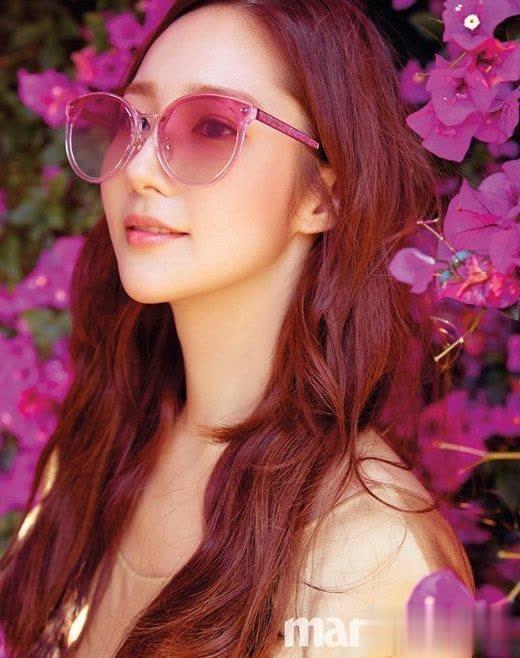 韩国女艺人朴敏英洛杉矶街头拍时装杂志写真