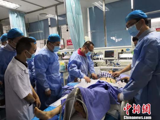 四川长宁地震伤员救治:开展手术64台 25人出院