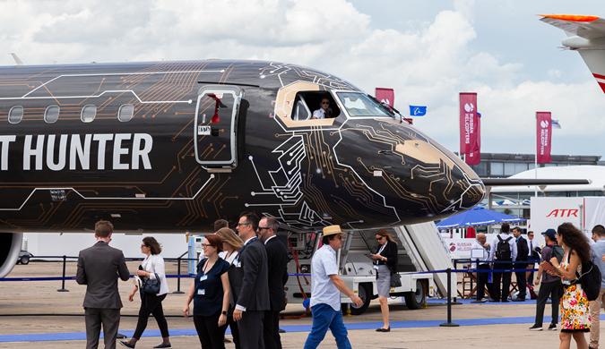 各式高科技飞机亮相巴黎航展 现场热闹非凡