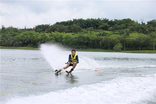 """高山滑雪国家集训队首次训练""""水上漂"""""""