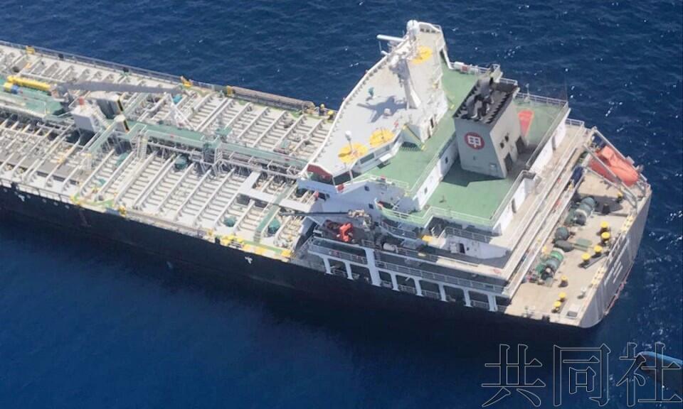 美海军对外展示日本遇袭油轮,称袭击用爆炸物酷似伊朗炸弹