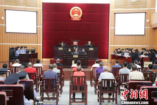 广东新会一涉黑团伙受审 21名被告人涉罪15项