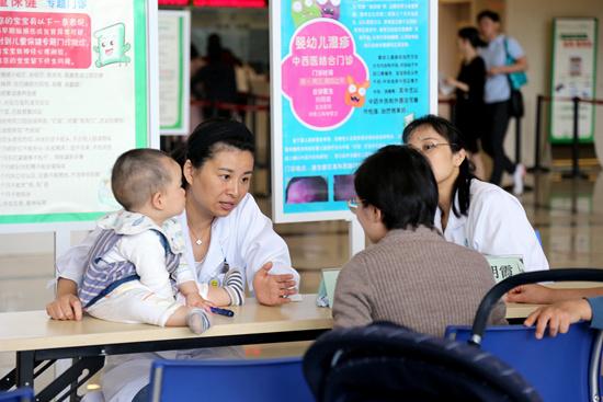 """会""""读心术""""的家长会影响孩子语言发育"""