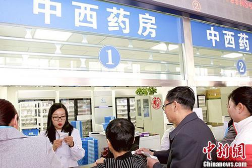 中国全民医保网越织越密 免费医疗是否可行?