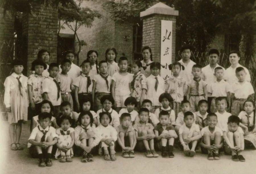"""唯一以""""北京""""命名的小学70岁了,曾是《让我们荡起双桨》取景地"""