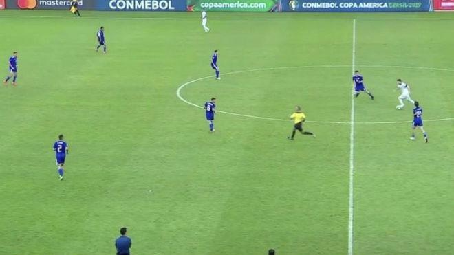 神战术!94分钟梅西中场控球25米内没队友…