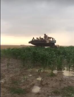 军演迷路,美军坦克开着开着就开到罗马尼亚农田去了......