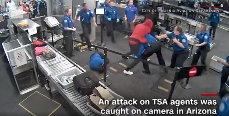 美国凤凰城机场突发袭击事宜 一须眉打伤5名工作人员