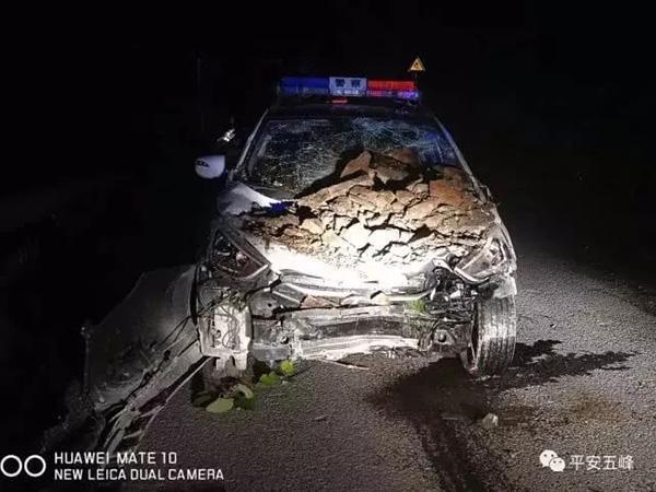 湖北民警出警救人途中遭遇落石,警车损毁、三警辅人员受伤