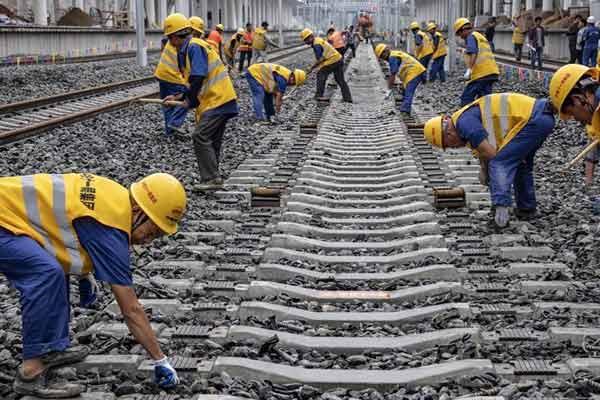 汉十高铁完成铺轨