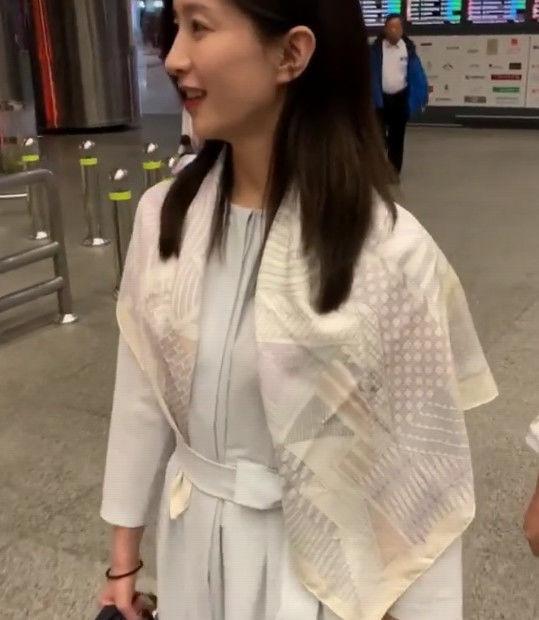 有种防晒巾叫江疏影,别人都用防晒袖时,她就是全场最靓的妞!