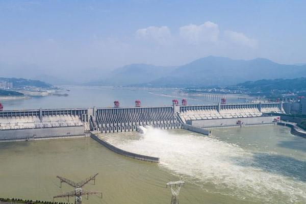 为确保防汛安全,三峡大坝开闸泄洪