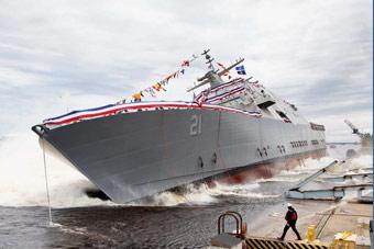 美國瀕海戰斗艦硬核式下水:直接拍進水里