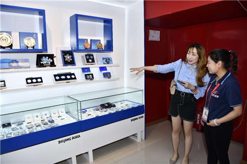 北京2022官方特许商品零售店国家体育场(鸟巢)店开业