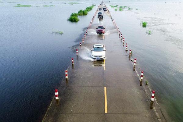 鄱阳湖水位上涨 水上公路成美景