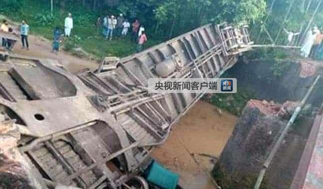 孟加拉一客运列车脱轨已致5人死亡 约100人受伤