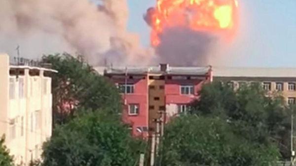 哈萨克斯坦一军事仓库爆炸致16人伤,当地居民紧急疏_五年打110上万次