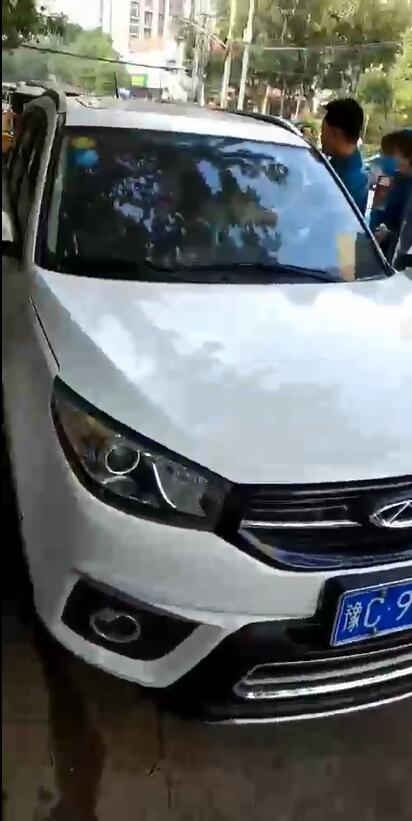 河南偃师一男子将前妻杀死车内后自杀未遂 已被警方控制