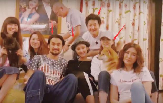 张歆艺夫妇与蒋欣郭京飞录视频,二姐爆粗惹争议
